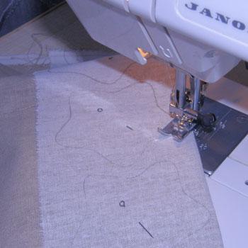 Сшиваем детали на швейной машине